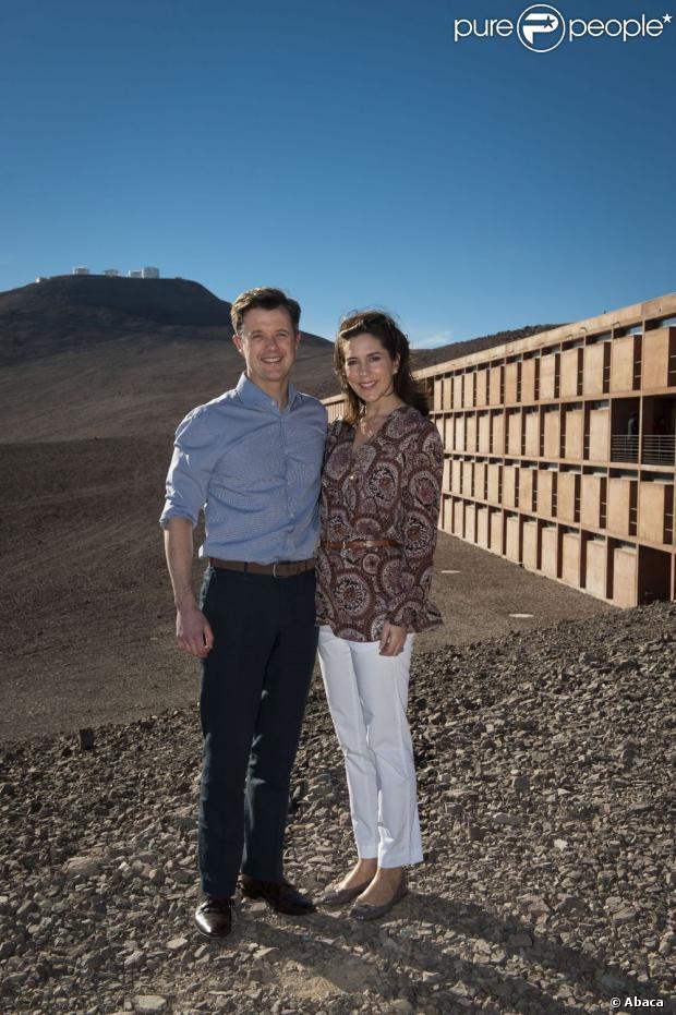 Danii i Jégo Książę Frederik Crown Princess Mary Zona pozować do Cerro Paranal Observatory zrobił pustyni Atakama 14 Marca 2013, pobliżu Hotelu W, W którym został nakręcony James Bond: Quantum of Solace