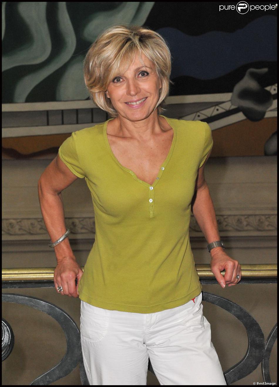 Evelyne dh liat paris le 2 octobre 2011 - Age de evelyne delhia ...