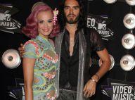 """Russell Brand moque son mariage avec Katy Perry, """"un accord sacré de 14 mois"""""""