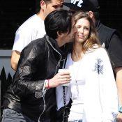 Adrien Brody embrasse Lara Lieto : Des gros bisous, la belle n'en manque pas...