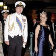 Sophie de Wessex arrivant avec Willem-Alexander des Pays-Bas au dîner du mariage du prince Albert et de la princesse Charlene de Monaco, le 2 juillet 2011