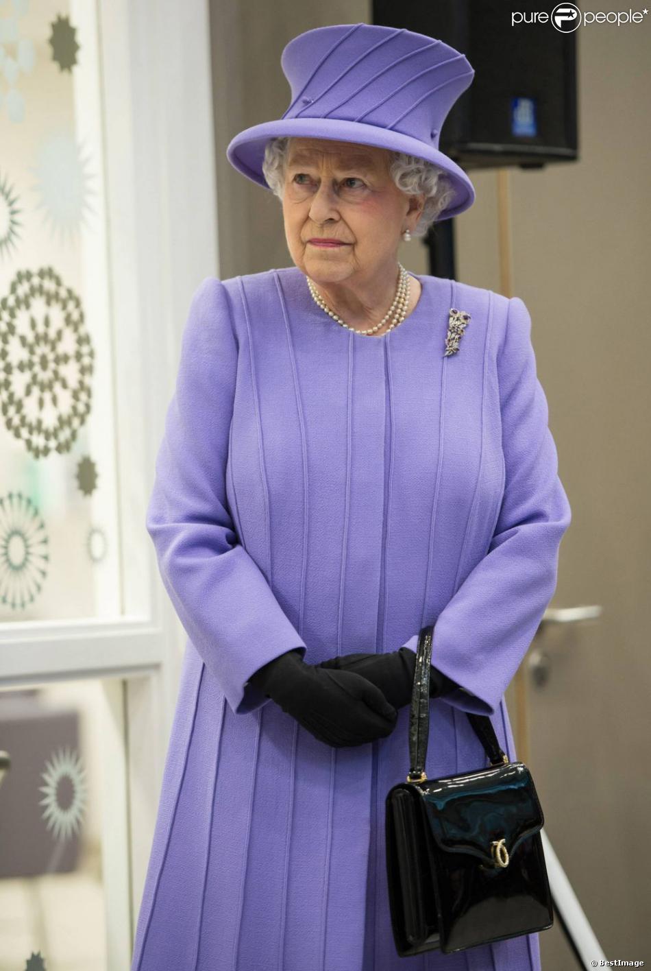 La reine elizabeth ii inaugure un nouveau b timent de l for Nouveau batiment londres