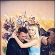 """"""" Johnny Hallyday et Laeticia posent devant la grande fresque de la Lorada à Ramatuelle, le 1er octobre 1999.  """""""