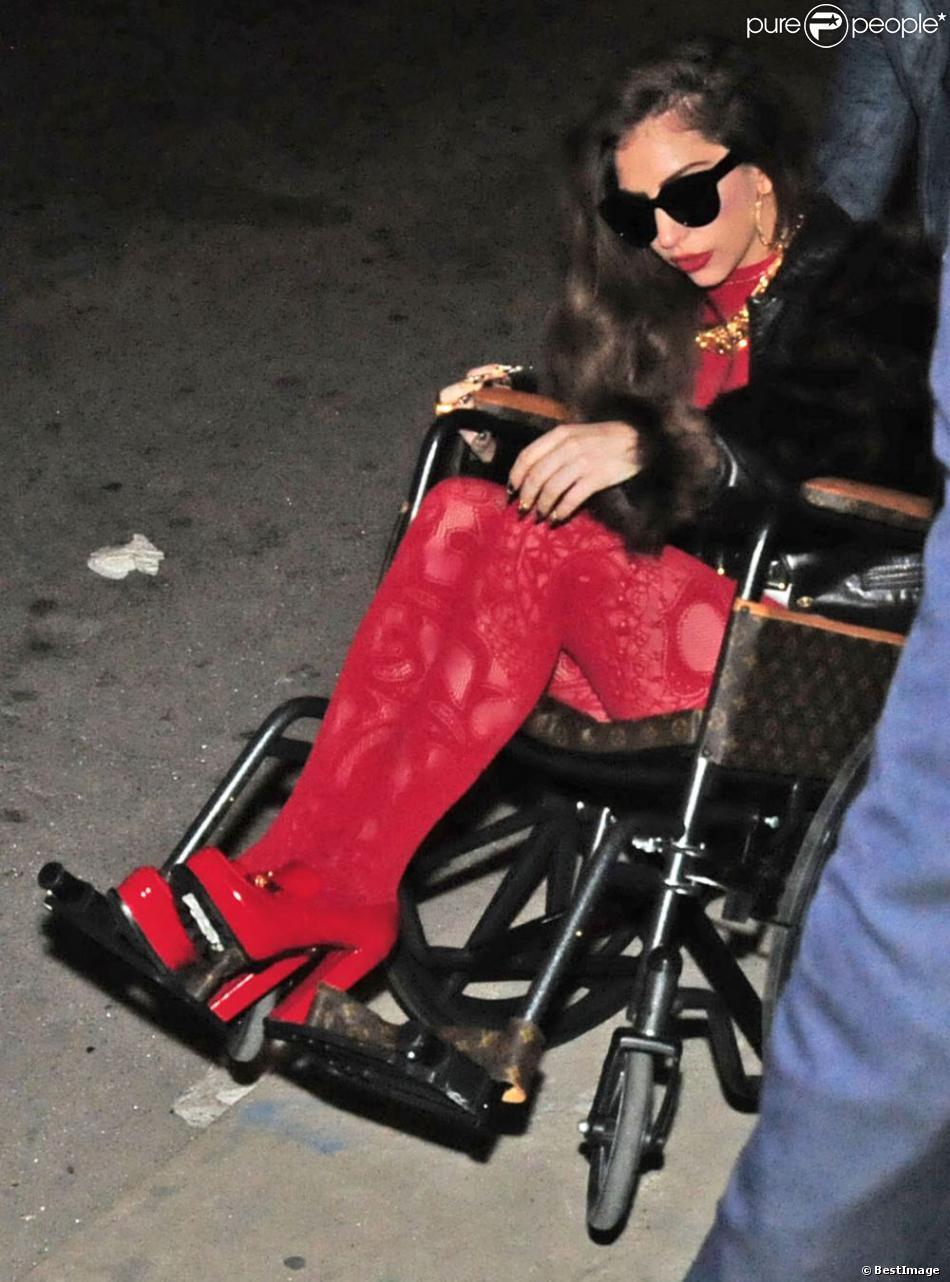Lady GaGa et son compagnon Taylor Kinney profitant d'une soirée festive à Chicago, ce vendredi 29 mars 2013.