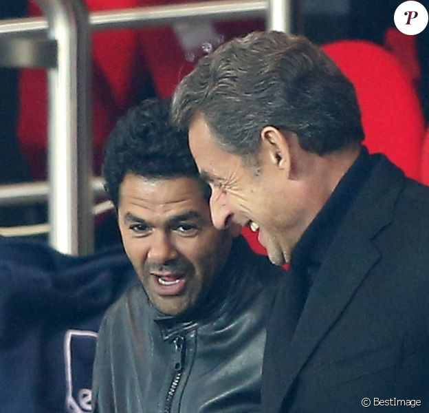 Jamel Debbouze et Nicolas Sarkozy - Quart de finale aller de la Ligue des champions de football entre le Paris Saint-Germain et le FC Barcelone au Parc des Princes à Paris le 2 avril 2013.