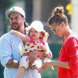 Kevin Federline, accompagné de sa petite amie Victoria Prince et de leur fille Jordan, va regarder ses enfants Sean et Jayden jouer au football à Woodland Hills, le 7 avril 2013.