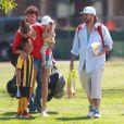 Kevin Federline, accompagné de sa petite amie Victoria Prince et de leur fille Jordan, va regarder ses fils Sean et Jayden jouer au football à Woodland Hills, le 7 avril 2013.