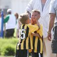 Les fils de Britney Spears et Kevin Federline, Sean et Jayden, s'éclatent au football à Woodland Hills, le 7 avril 2013.