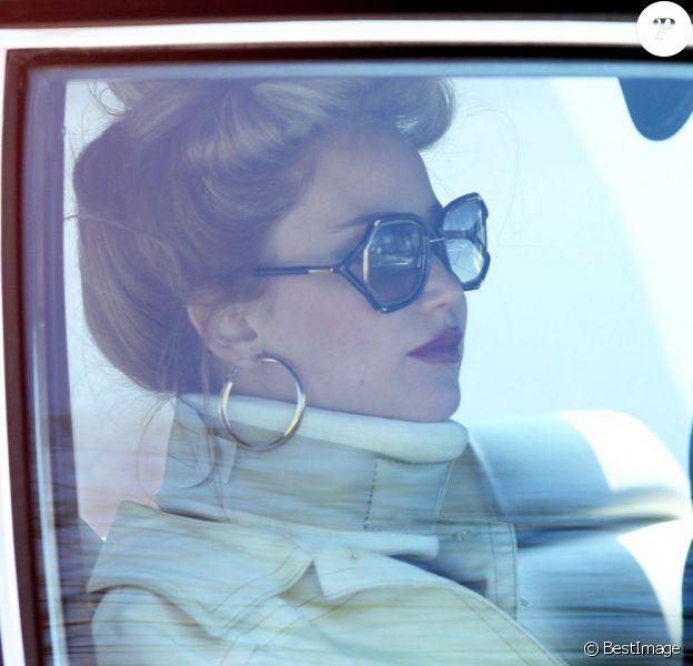 Jennifer Lawrence porte une minerve sur le tournage du film de David O. Russell à Woburn dans le Massachusetts le 9 avril 2013.