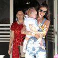 """""""La sublime Alessandra Ambrosio a fêté son 32e anniversaire au restaurant The Ivy, avec sa famille, ses enfants et des amis, le 12 avril 2013."""""""