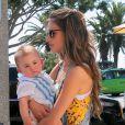 """""""La belle Alessandra Ambrosio a fêté son 32e anniversaire au restaurant The Ivy, avec sa famille, ses enfants et des amis, le 12 avril 2013."""""""