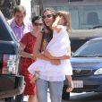 """""""Alessandra Ambrosio a fêté son 32e anniversaire au restaurant The Ivy, avec sa famille, ses enfants et des amis, le 12 avril 2013."""""""