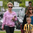 La chanteuse Britney Spears est allée voir ses fils Jayden et Sean Preston à leur match de football à Woodland Hills, le 14 avril 2013.