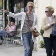 Katherine Heigl dans les rues de San Feliz avec sa mère Nancy, le 13 avril 2013.