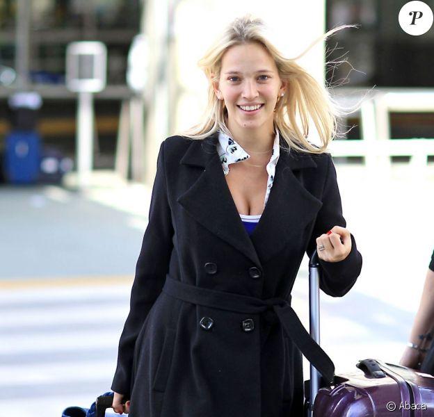 Luisana Lopilato, la femme de Michael Bublé, arrive à l'aéroport de Vancouver au Canada le 17 avril 2013. Elle revenait d'un séjour en Angleterre où elle a accompagné Michael Bublé faire la promotion de son nouvel album. La future maman devrait accoucher cet été.