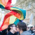 Rassemblement des pro-mariage pour tous devant la mairie du 4e arrondissement de Paris, le 23 avril 2013.