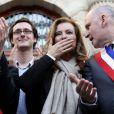 ValérieTrierweiler, Patrick Bloche, Nicolas Gougain et Christophe Girardfêtent l'adoption du projet de loi sur le mariage pour tousdevant la mairie du 4e arrondissement de Paris, le 23 avril 2013.