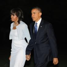 <p>La président Barack Obama et sa femme Michelle Obama rentrent à Washington après avoir assisté à l'inauguration du George W. Bush Presidential Library à Dallas au Texas, le 25 avril 2013.</p> <p></p>