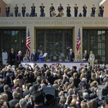 <p>Barack Obama à l'inauguration du George W. Bush Presidential Library à Dallas au Texas, le 25 avril 2013.</p> <p></p>