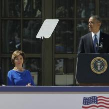 Barack Obama en plein discours à l'inauguration du George W. Bush Presidential Library à Dallas au Texas, le 25 avril 2013. À ses côtés, George W. Bush, sa femme Laura, George H. W Bush et sa femme Barbara. <br /> <p></p>