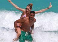 Doutzen Kroes en bikini : Amoureuse et joueuse sur la plage
