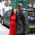 Kim Kardashian et Kanye West font du shopping dans les boutiques de luxe du VIIIe arrondissement de Paris. Le 30 avril 2013.