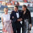 Le prince Maurits débarquant avec sa belle-soeur la princesse Mabel et son épouse la princesse Marilène pour le banquet final de l'intronisation du roi Willem-Alexander des Pays-Bas, le 30 avril 2013 à Amsterdam. Maurits d'Orange-Nassau, exclu de la Maison royale suite à l'avènement de Willem-Alexander, a été nommé capitaine-lieutenant de la Marine et investi de pouvoirs spéciaux de représentations par décret du roi le 1er mai 2013.