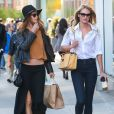 Les Anges de Victoria's Secret Candice Swanepoel et Behati Prinsloo font du shopping à New York, le 1er mai 2013.