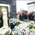 Inauguration de la statue de Dalida au cimetière de Montmartre, le 31 octobre 1987.