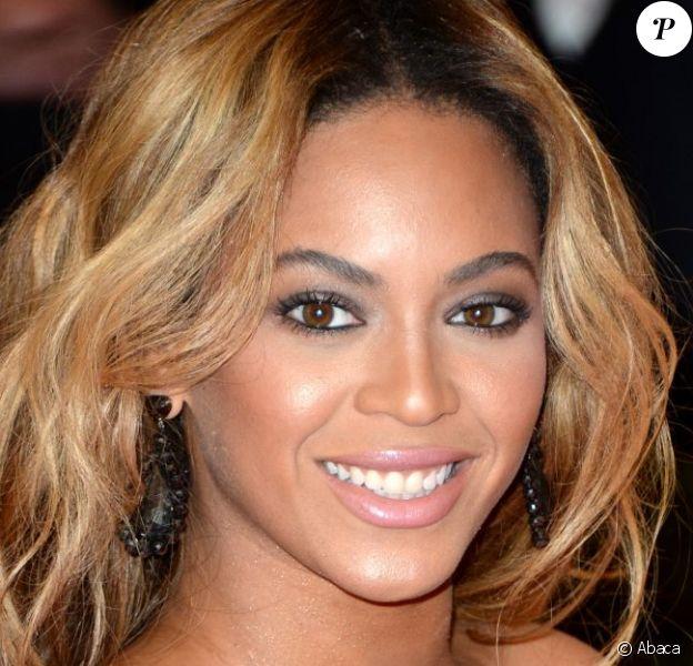 Beyoncé Knowles, ravissante présidente d'honneur du gala Punk: Chaos to Couture du Costume Institute au Metropolitan Museum of Art. New York, le 6 mai 2013.