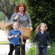 L'ex-actrice de Desperate Housewives, Marcia Cross, et ses filles Eden et Savannah se rendent au Barnes & Noble à Santa Monica, le 7 mai 2013.