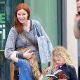 Marcia Cross (51 ans) et ses filles Eden et Savannah se rendent au Barnes & Noble à Santa Monica, le 7 mai 2013.