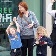 L'actrice Marcia Cross et ses filles Eden et Savannah se rendent au Barnes & Noble à Santa Monica, le 7 mai 2013.