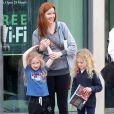 Marcia Cross et ses filles Eden et Savannah se rendent au Barnes & Noble à Santa Monica, le 7 mai 2013.