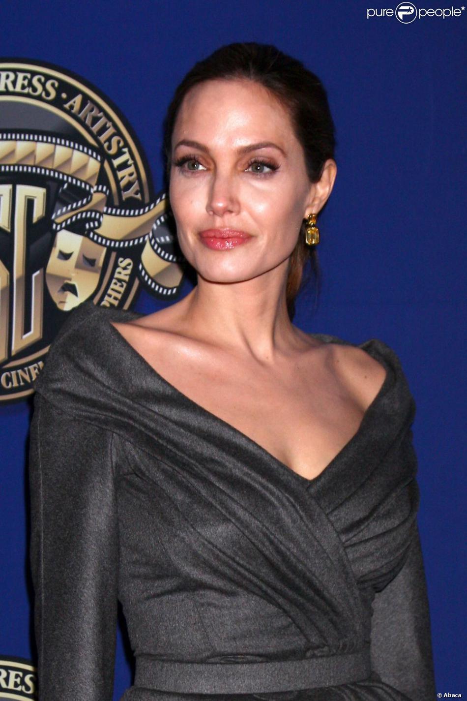 Angelina Jolie Les Douloureuses 233 Tapes De Ses