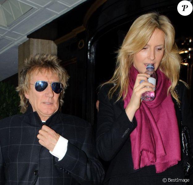 Rod Stewart et sa femme Penny Lancaster à Londres, le 19 mars 2013.