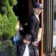 Christina Aguilera avec son compagnon Matthew Rutler et son fils Max Bratman sont allés dejeuner au restaurant Houston à Santa Monica. Le 8 décembre 2012.