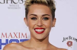 Miley Cyrus : Radieuse et souriante pour fêter son titre de femme la plus hot