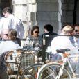 La princesse Madeleine de Suède et son fiancé Chris O'Neill à la terrasse d'un café de Stockholm le 16 mai 2013, à trois semaines de leur mariage.