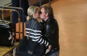 Johnny Hallyday et Laeticia : Un fougueux baiser pour célébrer leur retour