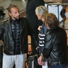 Johnny et Laeticia Hallyday en France. Le couple a pris le même avion que Bob Sinclar. Paris, le 21 mai 2013.