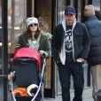 Drew Barrymore et son mari Will Kopelman se promènent avec leur fille Olive dans les rues de New York, le 20 Janvier 2013.