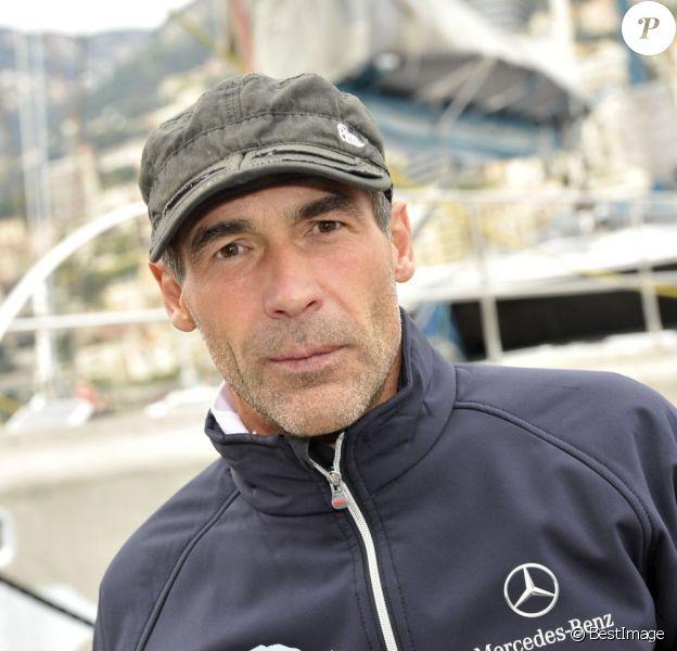 Mike Horn à Monaco devant son voilier le Pangaea, le 13 décembre 2012.