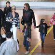 Arrivée de Johnny et Laeticia Hallyday à Paris avec leur famille, le 21 mai 2013.