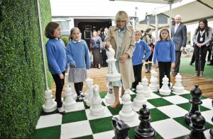 Prince Charles et Camilla : Retardaires radieux et amoureux des livres