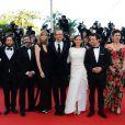 """Darius Khondji, guest, Anthony Katagas, Greg Shapiro, Jeremy Renner, Marion Cotillard, James Gray et sa femme Alexandra lors de la montée des marches du film """"The Immigrant"""", lors du 66e festival du film de Cannes, le 24 mai 2013"""