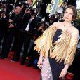 Laetitia Casta, en Christian Dior pour la montée des marches de la clôture du Festival de Cannes le 26 mai 2013