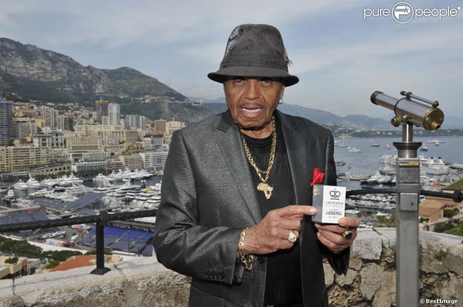 Exclu - Joe Jackson fait la promotion des parfums Michael Jackson à Monaco, le 27 mai 2013.