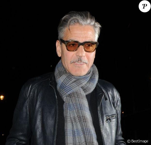 George Clooney sortant du restaurant Locanda Locatelli, à Londres le 24 mai 2013
