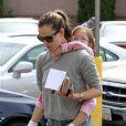 L'actrice Jennifer Garner et sa fille Seraphina dans les rues de Los Angeles. Le 1er juin 2013.